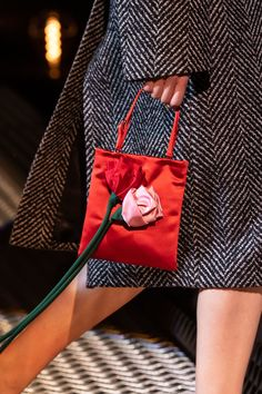 Prada Fall 2019 Ready-to-Wear Fashion Show Details: See detail photos for Prada Fall 2019 Ready-to-Wear collection. Look 43 Leather Chain, Leather Bag, Novelty Bags, Lv Bags, Prada Handbags, Handbags Online, Small Shoulder Bag, Little Bag, Tote Bag
