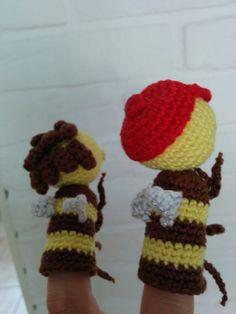 Zoem en Zara Teaching First Grade, Crochet Diagram, Crochet Necklace, Bee, Diy Crafts, Zara, School, Pattern, Kids