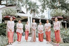 Bridesmaids traditional attire ideas | 12 Unconventional Ways to Style Your Bridesmaids | http://www.bridestory.com/blog/12-unconventional-ways-to-style-your-bridesmaids