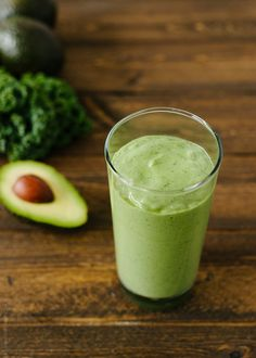 Avocado Kale Superfood Smoothie and Kale Superfood, Superfood Recipes, Nutribullet Recipes, Healthy Recipes, Veggie Smoothies, Smoothie Drinks, Smoothie Recipes, Green Smoothies, Raspberry Smoothie