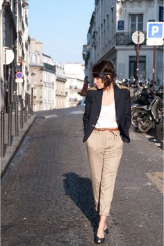what color slacks go with a olive blazer | What color shoes go with light beige pants? (female)?