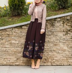 Stylish and Special Hijab Leather Jacket Combinations- Şık ve Özel Tesettür Deri Ceket Kombinleri Stylish and Special Hijab Leather Jacket Combinations - Stylish Hijab, Casual Hijab Outfit, Casual Skirt Outfits, Hijab Chic, Islamic Fashion, Muslim Fashion, Modest Fashion, Abaya Fashion, Skirt Fashion