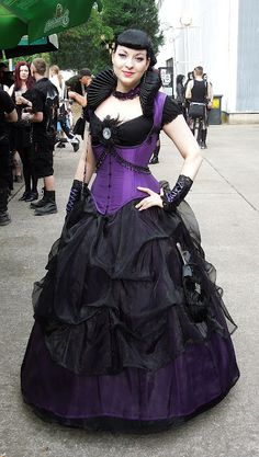 Wow love the contrasting corset over the skirt