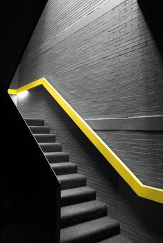 Pasamanos de la escalera by Gonzalo_Martín The simple gray stair gets another aesthetic when a yellow railing is added Gym Design, Deco Design, House Design, Interior Stairs, Interior And Exterior, Modern Interior, Architecture Details, Interior Architecture, Staircase Architecture