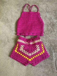 Crochet Border Patterns, Crochet Baby Dress Pattern, Crochet Stitches Free, Shorts Tejidos A Crochet, Crochet Top, Crochet Baby Bikini, Yarn Needle, Crochet Gifts, Crochet Projects