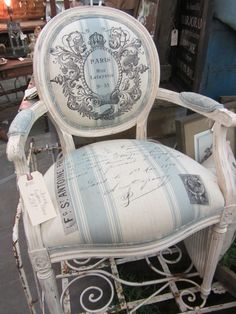 Pretty French-inspired chair at SWeeT SaLVaGE. Furniture Ads, French Furniture, Upholstered Furniture, Paint Furniture, Furniture Projects, Furniture Makeover, Design Furniture, Plywood Furniture, French Decor