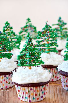 Chocolate Christmas Tree Cupcakes - Cupcake Daily Blog - Best Cupcake Recipes .. one happy bite at a time!