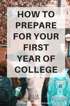 10 Things Incoming Freshmen Should Do in The Summer Before College Excited to start your first year of college? Here are some things you should do the summer before college to get ready for your freshman year! – College Scholarships Tips College Freshman Tips, First Year Of College, College Hacks, College Life, College Packing, College Song, Uk College, College Schedule, College Board