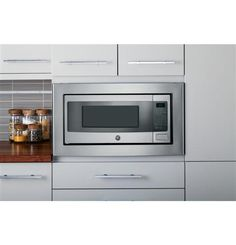 This GE Profile microwave makes defrosting easy. Simply enter the weight of the food - the oven automatically sets the optimal defrosting time and power level. You can also set your desired time for defrosting.