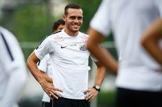 Santos aguarda propostas e quer emprestar cinco jogadores #globoesporte