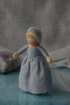 Gefrorene Waldorf Elsa Puppe / / Waldorf doll / / von TaleWorld