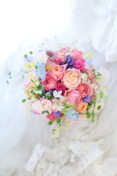 ミックスカラーのブーケ ヨコハマグランドインターコンチネンタルホテル様へ : 一会 ウエディングの花 Beautiful Flower Arrangements, Wedding Flower Arrangements, Beautiful Bouquet Of Flowers, Floral Arrangements, Beautiful Flowers, Bridal Flowers, Flower Bouquet Wedding, Bride Bouquets, Floral Bouquets