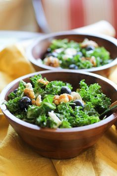 Superfood Kale Salad With Homemade Blueberry Vinaigrette, Goat Cheese, And Rosemary Candied Walnuts. The Perfect Side Dish For A Summertime Bbq. Simply Add Chicken To Make It An Entree How Much Kale Vegetarian Salad Recipes, Salad Recipes For Dinner, Kale Recipes, Lunch Recipes, Healthy Recipes, Healthy Snacks For Weightloss, Healthy Meals For Two, Sin Gluten, Gluten Free