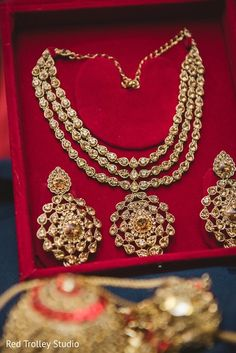 awesome Indian Bridal Necklace www. Bridal Jewelry Sets, Bridal Necklace, Bridal Accessories, Wedding Jewelry, Bridal Jewellery, Pakistani Jewelry, Bollywood Jewelry, Stylish Jewelry, Fashion Jewelry