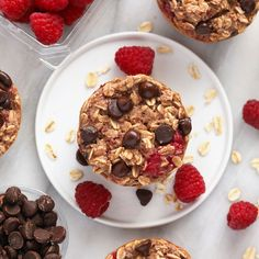 Peanut Butter Chocolate Chip Baked Oatmeal Cups - Fit Foodie Finds Raspberry Chocolate Chip Baked Oatmeal Cups make for the most perfect healthy breakfast that packs Basic Oatmeal Recipe, Healthy Oatmeal Recipes, Healthy Peanut Butter, Vegetarian Recipes, Cooking Recipes, Chocolate Chip Oatmeal, Chocolate Peanut Butter, Chocolate Recipes, Chocolate Chips