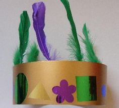 Mardi Gras is all about green, purple, gold, sparkle, beads, masks and noise! To help you join in with the celebrations, here are some easy Mardi Gras crafts you can enjoy with your kids, including all the ingredients of a very noisy Mardi Gras band! #mardigras