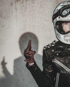 Harley Davidson Store is where we choose which we think are the best value for money Harley Davidson merchandise. Motos Vintage, Vintage Motorcycles, Honda Motorcycles, Lady Biker, Biker Girl, Biker Photoshoot, Motorcycle Couple, Women Motorcycle, Motorcycle Helmets