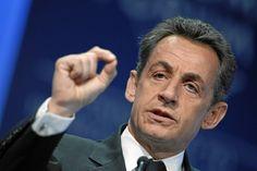Nicolas Sarkozy, élu homme politique le plus drôle de l'année - http://www.leshommesmodernes.com/nicolas-sarkozy-elu-politique-drole-2015/