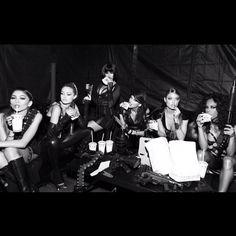 Gigi Hadid, Zendaya, Selena Gomez, Taylor Swift, Serayah & Martha Hunt