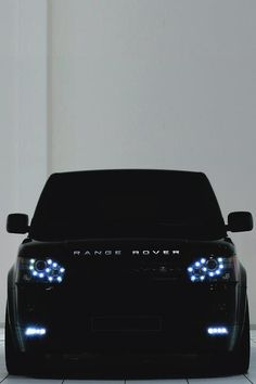 The black Range rover with blue eyes