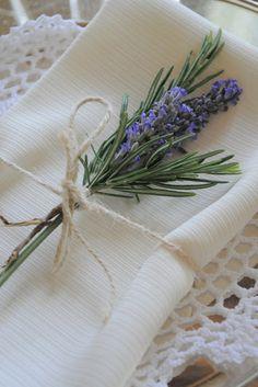 Bryllupsbord servietter lavendel 18 ideer for # Servietter # Bord # Bryllup - Lilly is Love Wedding Napkins, Wedding Table, Wedding Napkin Rings, Rustic Wedding, Trendy Wedding, Our Wedding, Church Wedding, Lavender Cottage, Lavender Decor