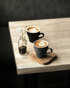 Great ways to make authentic Italian coffee and understand the Italian culture of espresso cappuccino and more! Coffee Cozy, I Love Coffee, Coffee Break, Best Coffee, Coffee Time, Morning Coffee, Momento Cafe, Barista, Coffee Shop Photography