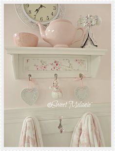 Staggering Tips: Shabby Chic Nursery Printables shabby chic wall decor vignettes.Shabby Chic Christmas shabby chic living room on a budget. Cocina Shabby Chic, Shabby Chic Mode, Shabby Chic Living Room, Shabby Chic Interiors, Shabby Chic Pink, Shabby Chic Bedrooms, Shabby Chic Kitchen, Shabby Chic Cottage, Shabby Chic Style