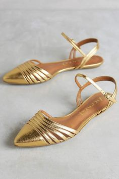 Vicenza Astres Flats Gold 37 Euro Flats, had no idea but just purchased a knock off from Pretty Shoes, Beautiful Shoes, Cute Shoes, Me Too Shoes, Hello Beautiful, Gold Sandals, Shoes Sandals, Gold Flats, Flat Shoes