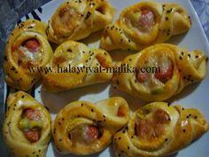 فطائر البيتزا الصغيرة المقادير والطريقة بالصور في هذا الرابط: http://www.halawiyat-malika.com/2014/06/blog-post_17.html