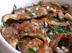 http://amazing-food.ru Ингредиенты: 500 г. вешенок 2 дольки чеснока 1 пучок петрушки 2 столовые ложки уксуса (любого) соль перец растительное масло Приготовление: 1. У вешенок отрезать твердую часть...