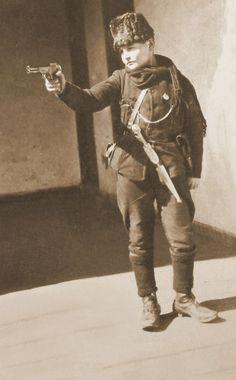 Çocuk asker Turkish War Of Independence, Independence War, Turkish Military, Turkish Army, Smoke Drawing, Ww1 Soldiers, Wwi, European People, Turkish Soldiers