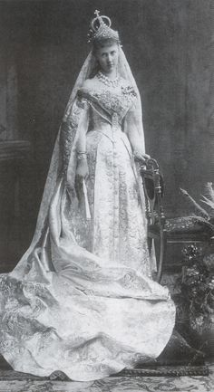 1884 - Grand Duchess Elizabeth Mavirkievna dressed for her wedding Royal Wedding Gowns, Royal Weddings, Wedding Dresses, Vintage Weddings, Adele, Court Dresses, Historical Women, Royal Brides, Royal Jewels