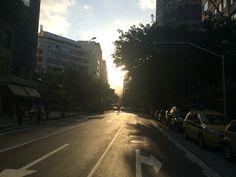 Um fim de tarde na rua do Leblon