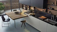 agencement de cuisine avec îlot péninsule en bois
