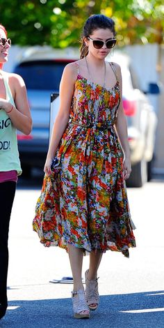 Selena Gomez Boho Outfits, Summer Outfits, Casual Outfits, Summer Dresses, Selena Gomez Outfits, Selena Gomez Style, Chris Hemsworth Shirtless, Alex Russo, Iconic Dresses