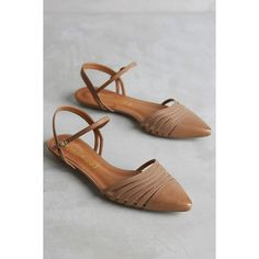 Vicenza Sadie Flats (€90) ❤ liked on Polyvore featuring shoes, flats, honey, vicenza, flat pumps, flat heel shoes, vicenza shoes and flat shoes