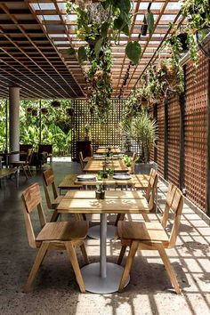 To celebrate the one year anniversary of the opening on The Slow Suites, Bali, we take a look inside this very cool Canggu boutique hotel. Styled by Tami Christiansen and all shot by Bali Interiors. Outdoor Restaurant Design, Bamboo Restaurant, Deco Restaurant, Luxury Restaurant, Coffee Shop Design, Cafe Design, Outdoor Cafe, Outdoor Dining, Rustic Cafe