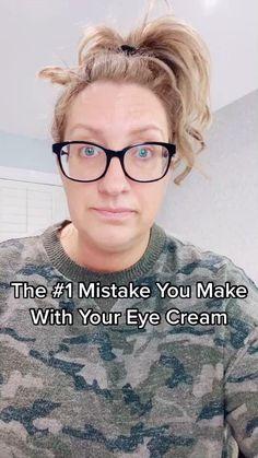 Sharingg make up tips amd tricks to look amd feel your best Makeup Pro, Basic Makeup, Makeup Tips, Hooded Eyelids, Hooded Eye Makeup, Make It Simple, Make Up, Perfect Eyeliner, Applying Eye Makeup