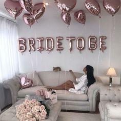 bridal party Bride Balloon, Bride To Be Balloons, Balloon Banner, Heart Balloons, Foil Balloons, Diy Wedding Favors, Wedding Blog, Wedding Trends, Wedding Cakes