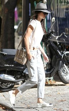 Kendall Jenner is joined by momager Kris during Paris Fashion Week Fashion Moda, Star Fashion, Look Fashion, Autumn Fashion, Fashion Outfits, Paris Fashion, Kendall Jenner Style, Celine, Style Me