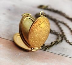 Medaillon-Halskette Gold Locket Necklace Holiday Gift For Her Mother Gift Necklace Photo Locket Children Jewelry Necklace Mother Family. Kids Gold Jewellery, Kids Jewelry, Jewelry Gifts, Gold Jewelry, Cat Jewelry, Women's Jewelry, Jewellery Sale, Enamel Jewelry, Jewellery Making
