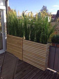 Des jardinières hautes pour un balcon à l'abri des regards