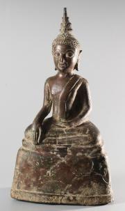 Bouddha Maravijaya, Laos, XVIIème siècle Le Bouddha prend la terre à témoin de sa victoire sur le démon Mara. Bronze, patine brune à traces de dorure Hauteur: 29, 5 cm Collection privée, Paris.