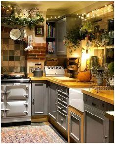 bold patterns and organic materials create an unforgettable kitchen design 17 < Home Design Ideas Küchen Design, Home Design, Design Patterns, Design Ideas, Fabric Patterns, Cozy Kitchen, Summer Kitchen, Warm Kitchen Colors, Closed Kitchen