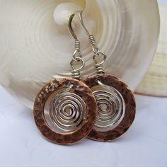 Art Jewelry Elements: Soothing Spirals article (earrings by Lesley Watt)