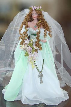 Legendary Bride Series: Maid Marian by Cindy M McClure, reproduced by the Ashton Drake Galleries. Maid Marion in one of the most highly sought after Cindy McClure Dolls, and is extremely rare to find. Valued over $1200 on the secondary market.