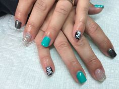 Gel nails with skull and bones