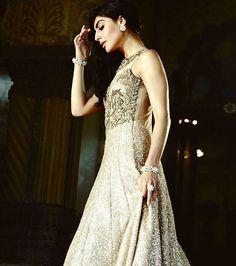 Everywhere You Go, Leave A Glitter Trail Of Brilliance Behind You!❤🌟💫 . . #kalkifashion #KalkiBride #fashion #instafashion #glitter #beautiful #gown #instadaily #lehenga #indianwedding #wedding #indiandesign #indiancouture #couture #bridetobe #bride #divyankatripathi #followforfollow  #divyankamyworld #divyankaslays #indianweddinginspiration #indian #bride #lookoftheday #ootd #fashiondesigner #fashionblogger #bollywood #fashioninspiration #shopping #weddingdress