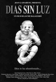 DVD CINE 1923 - Días sin luz (1990) España. Dir.: Jaume Balagueró. Curtametraxe. Ciencia ficción. Infancia. Sinopse: unha voz en off que pertence ao protagonista da historia narra os sucesos que conforman a súa vida. Unha vida enteira marcada pola traxedia pura, total, de proporcións case cósmicas. En suma, sucesos illados que plasman unha sensación de dramatismo inevitable, a pena da vida.