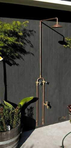 We supply brass and copper fixtures and fittings for outdoor showers We supply brass and copper fixtures and fittings for outdoor showers,Garten We supply brass and copper fixtures and fittings for outdoor showers Jacuzzi Outdoor, Outdoor Baths, Outdoor Bathrooms, Chic Bathrooms, Bathroom Vanities, Bathroom Fixtures, Shower Rose, Diy Shower, Outside Showers